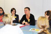 Simone Adams-Weggen stellt ihre Studie zur Aktiven Medienarbeit vor.